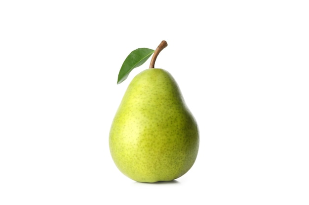 Pera verde fresca isolata sulla tavola bianca