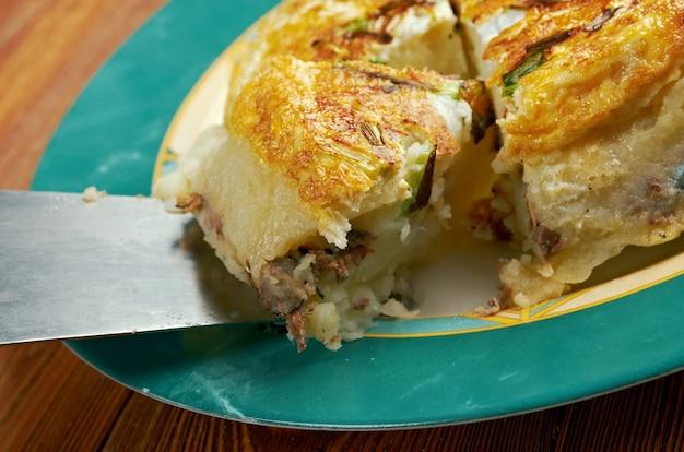 Tortilla spagnola fresca fatta in casa con sardine
