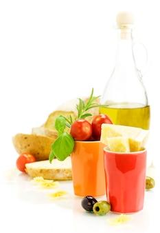 Ingredienti freschi per una cena italiana
