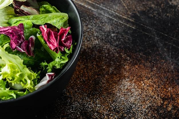 Foglie fresche di insalata di lattuga diversa