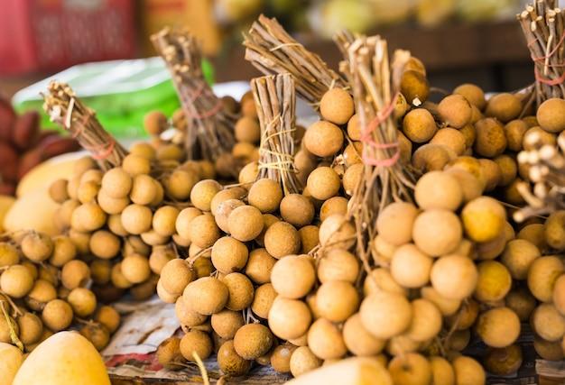 Litchi fresco nel mercato