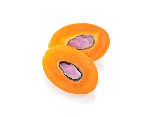 Prugna mariana fresca o frutta tailandese di plango isolata (prugna mariana di mayongchid maprang e mango della prugna, tailandia).