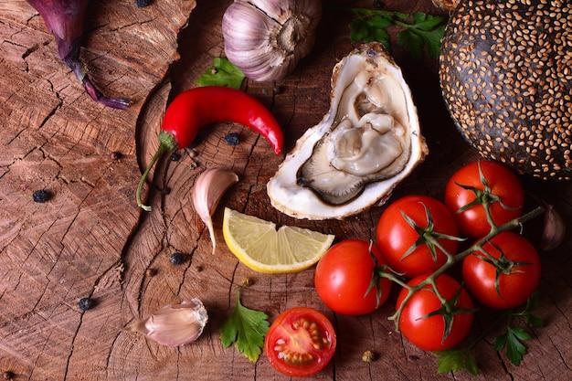 Ostriche fresche e verdure