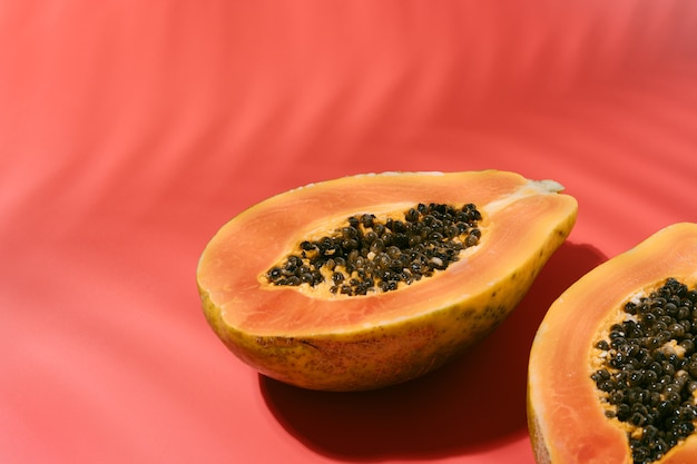 Papaya fresca con semi neri