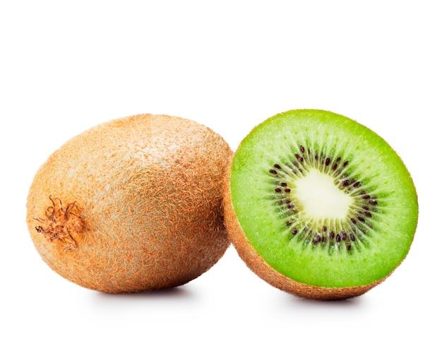 Frutta fresca del kiwi dei pezzi su fondo bianco
