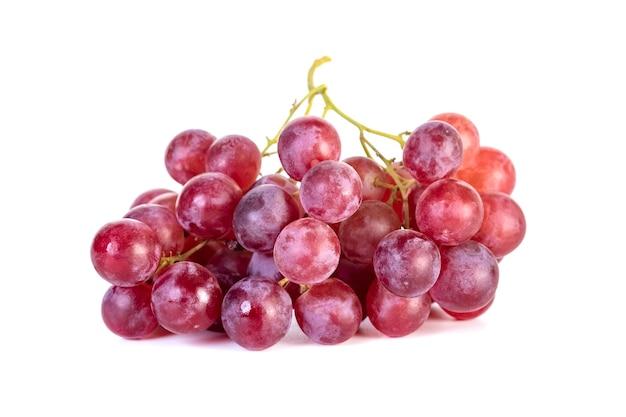 Rosa fresca, uva rossa isolata su bianco, frutta