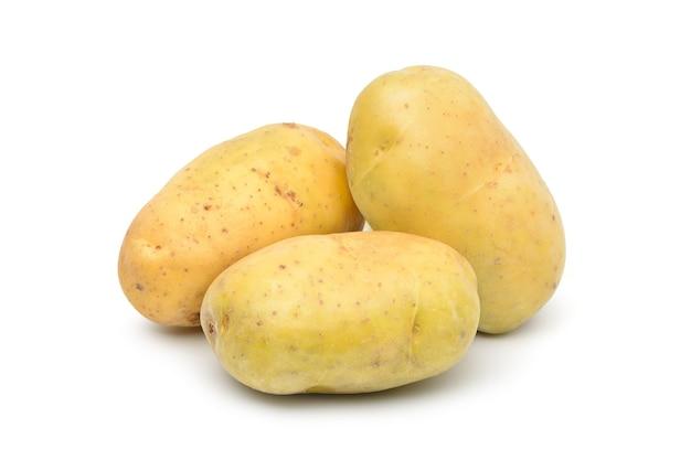Patate fresche isolate su bianco