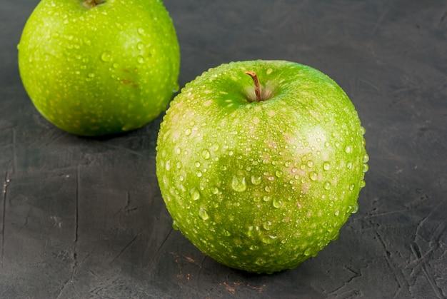 Mele verdi crude fresche