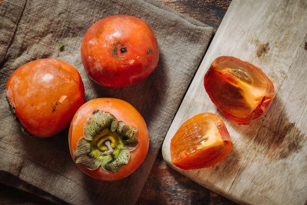 Frutti di cachi crudi freschi