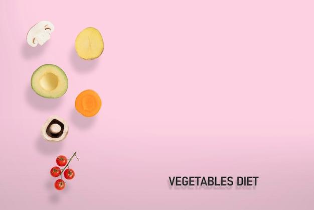 Una verdura cruda fresca levita e vola in aria, funghi, patate, avocado, carota, pomodoro