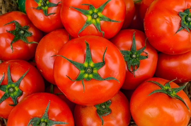 Pomodori rossi freschi
