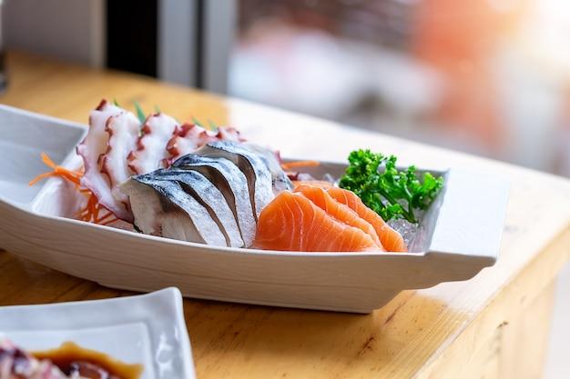 Combo di sashimi fresco del giappone asiatico
