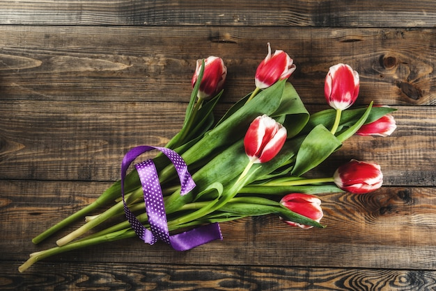 Mazzo fresco dei fiori dei tulipani della molla