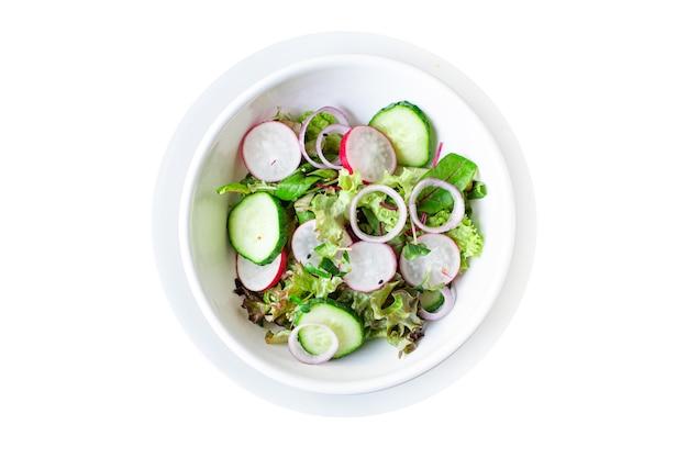Verdure fresche insalata verde ravanello cetriolo mix foglie