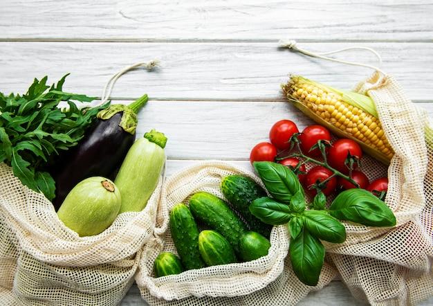 Verdure fresche in sacchetto di cotone eco