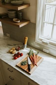 Verdure fresche in preparazione per la cena