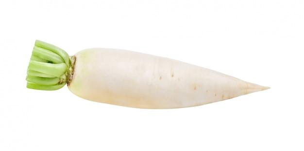 Ravanello bianco fresco su bianco