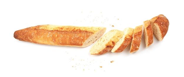 Baguette appena sfornata isolata su sfondo bianco, vista dall'alto