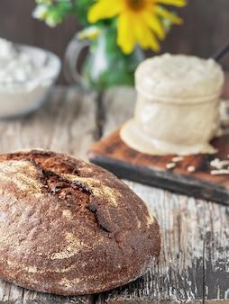 Pane fatto in casa appena sfornato