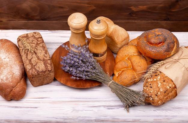 Pane tradizionale appena sfornato. primo piano sul pane tradizionale.