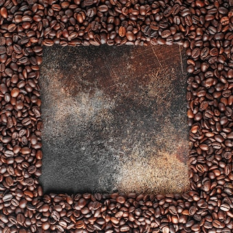 Chicchi di caffè appena tostati come texture