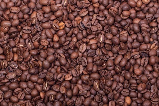 Sfondo di chicchi di caffè appena tostati