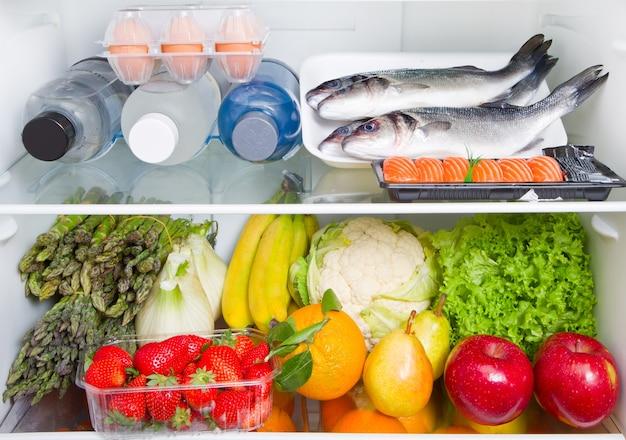 Frigo pieno di cibo: dieta mediterranea