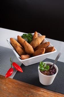 Antipasto fritto con brodo di fagioli e peperoncino rosso