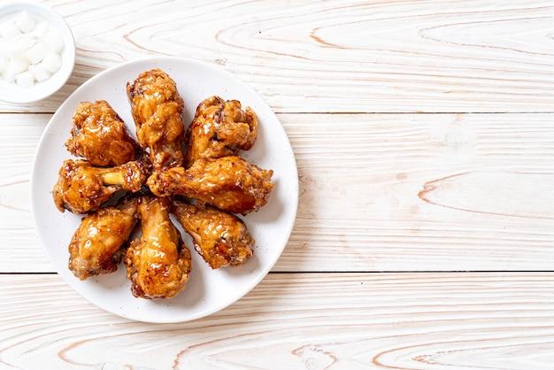 Pollo fritto con salsa