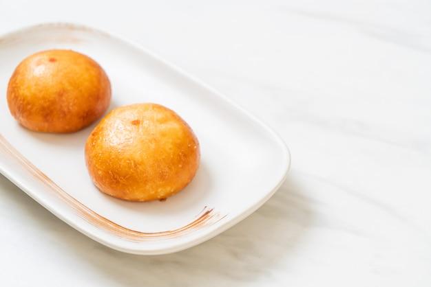 Fried lava buns cinese, stile asiatico dell'alimento