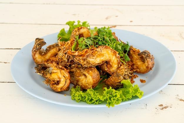 Gamberi fritti o gamberetti di mantide con aglio - stile di mare