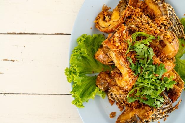 Gamberi fritti o gamberetti di mantide con aglio