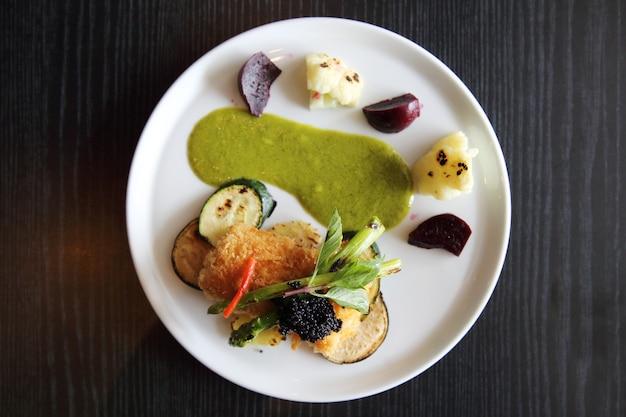 Filetto di pesce fritto con salsa verde