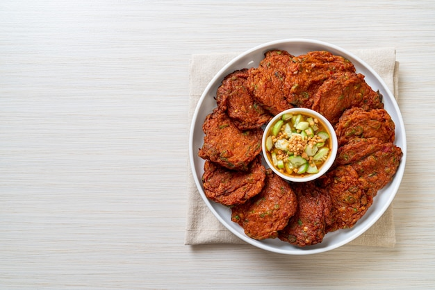 Polpette di pasta di pesce fritte o torta di pesce fritta