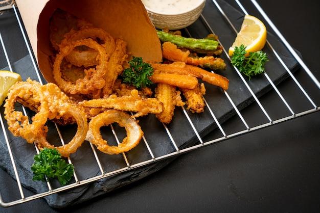 Verdure miste fritte (cipolle, carote, mais, zucca) o tempura - in stile vegetariano