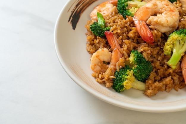 Riso saltato con broccoli e gamberi - cucina casalinga