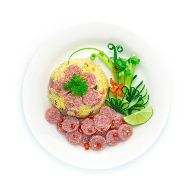 Riso fritto con salsiccia di maiale fermentata, uovo