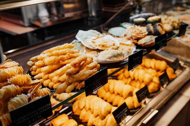 Spuntino fritto al mercado de san miguel, madrid