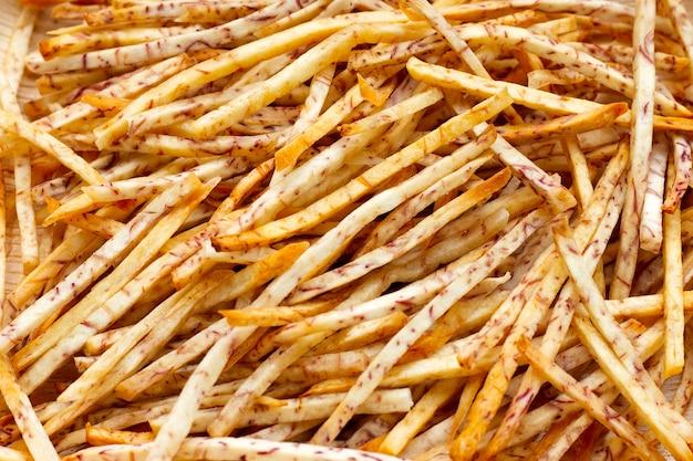Bastoncini di taro fritti. avvicinamento