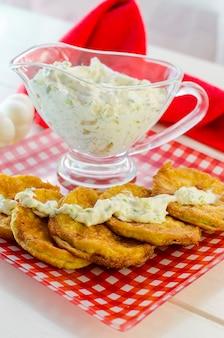 Zucchine fritte e salsa