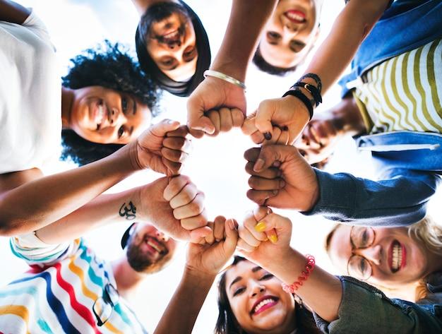 Concetto di unità del pugno di amicizia degli amici