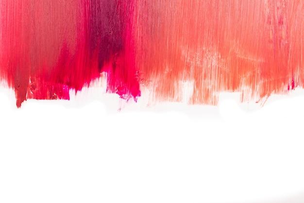 Dalla texture del rossetto dai colori chiari a quelli profondi. isolato su bianco. copia spazio.