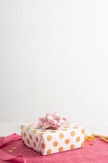 Vista frontale del concetto di compleanno con copia spazio