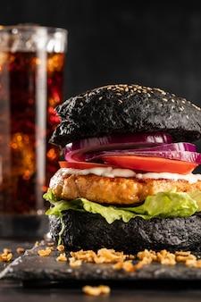 Menu delizioso hamburger vista frontale con soda
