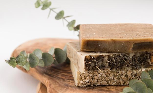 Vista frontale del concetto di sapone naturale