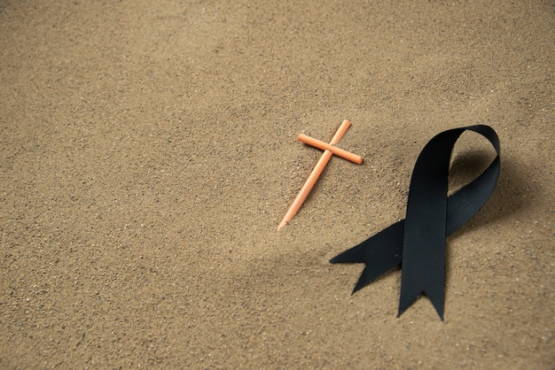 Vista frontale della croce del bastone con il nero
