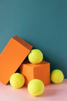 Vista frontale delle palline da tennis