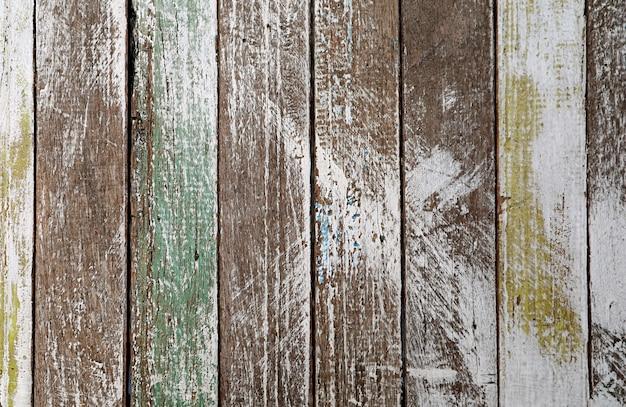 Vista frontale del modello verticale della plancia di legno del grunge per sfondo astratto