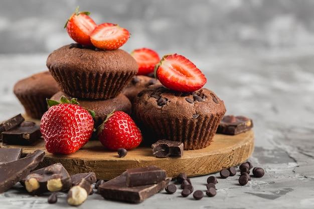Disposizione gustosa cupcake vista frontale