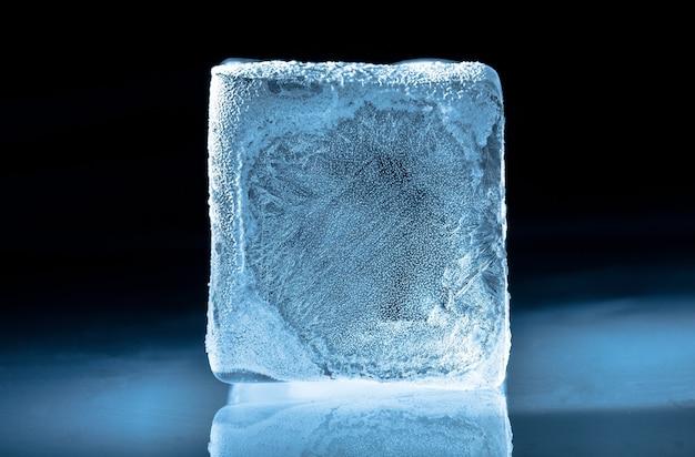 Cubetto di ghiaccio congelato